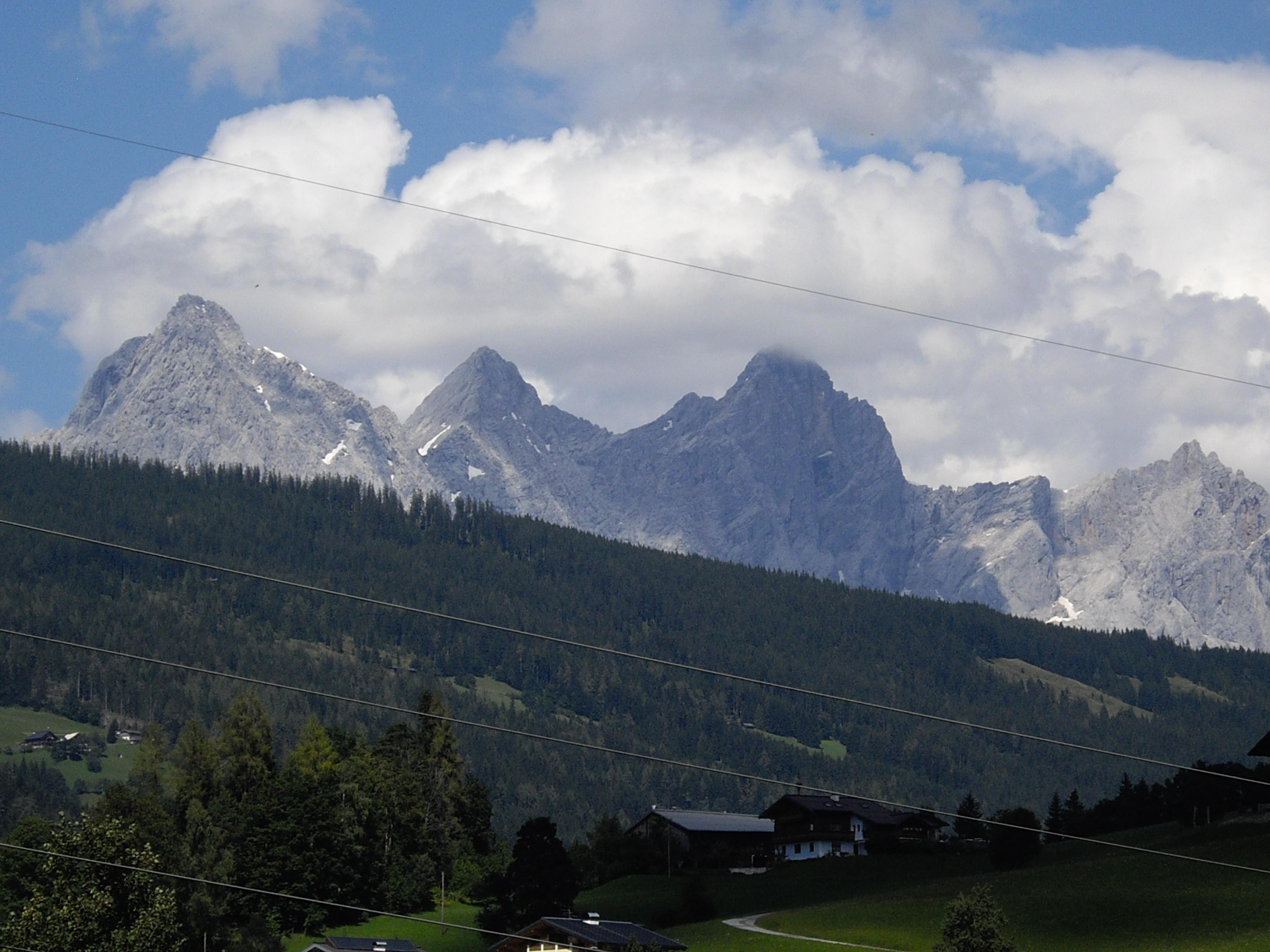 Bild zeigt das Dachsteinmassiv von der UNterkunft aus gesehen