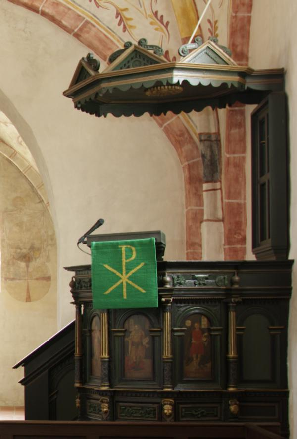 Die Kanzel aus der Zeit des Barok mit den vier Evangelisten.