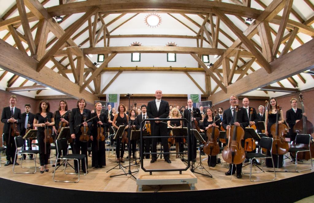 Sinfonisches Frühlingskonzert mit der Klassischen Philharmonie Nordwest  unter der Leitung von Ulrich Semrau am Freitag, dem 28. April 2017, um 20 Uhr in der Varreler Gutsscheine