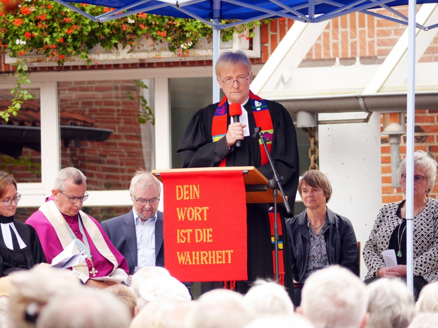 Kreispfarrer Bertram Althausen verglich die Geschichte der Evangelischen und Katholischen Christen mit der eines Geschwisterpaares und betrachtete die Ereignisse in den 500 Jahren unter diesem Gesichtspunkt